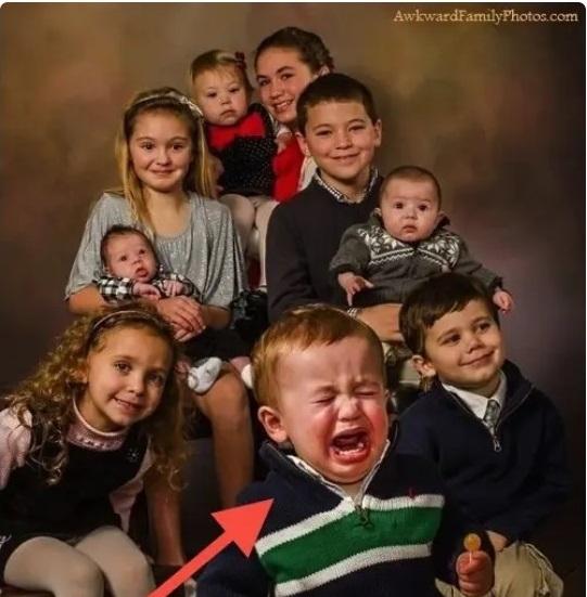 Cười đau ruột khi xem các bức ảnh chụp anh chị em một nhà: Kiểu gì cũng có một nhân vật phá hỏng khuôn hình - Ảnh 7.