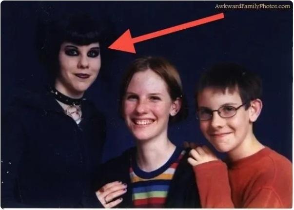 Cười đau ruột khi xem các bức ảnh chụp anh chị em một nhà: Kiểu gì cũng có một nhân vật phá hỏng khuôn hình - Ảnh 9.