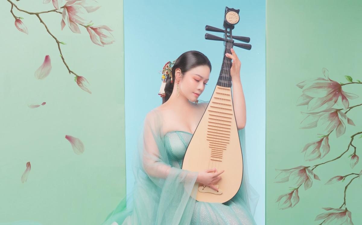 Nhật Kim Anh khoe thần thái trẻ đẹp trong loạt ảnh cổ trang