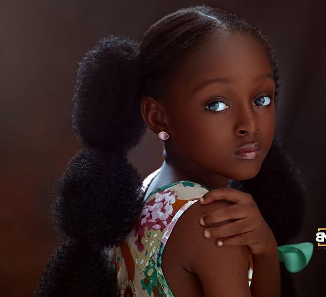 Sau 2 năm gây sốt mạng xã hội, cô bé châu Phi đẹp nhất thế giới hiện ra sao? - Ảnh 3.