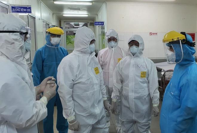 Thứ trưởng Bộ Y tế thông tin về BN COVID-19 thứ 9 tử vong; ca nhiễm mới công bố ở Hà Nội từng đi liên hoan, karaoke  - Ảnh 1.