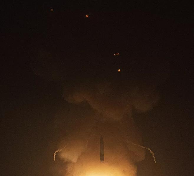 Mỹ và Trung Quốc đồng loạt thử tên lửa giữa căng thẳng leo thang - Ảnh 3.