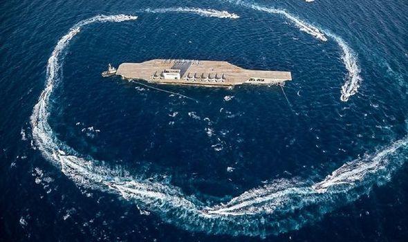 Iran khóc dở mếu dở sau khi đánh chìm mô hình tàu sân bay Mỹ: Màn trình diễn thảm họa - Ảnh 1.