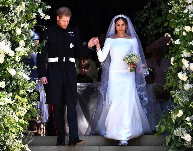 Meghan Markle lộ quá khứ chỉ trích công khai hôn lễ xa hoa của Công nương Kate nhưng đến lượt đám cưới mình thì linh đình không kém - Ảnh 3.
