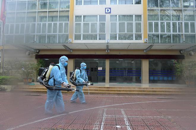 Thứ trưởng Bộ Y tế thông tin về BN thứ 9 tử vong; ca mắc mới ở Hà Nội từng âm tính, đi nhiều nơi, gặp nhiều người - Ảnh 4.
