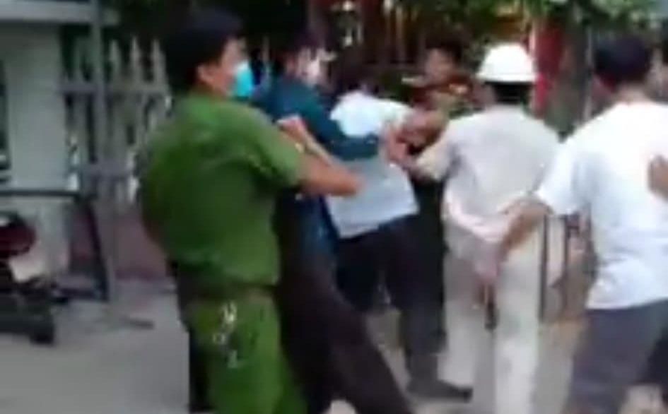 Nhóm người ném đá, tấn công Công an Đà Nẵng khi bị nhắc nhở vì xây nhà trái phép