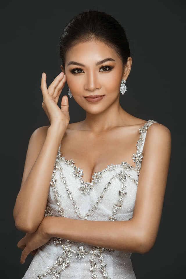 Em gái luật sư của Hoàng Thùy: Bị loại khỏi Hoa hậu Hoàn vũ vì chiều cao nhưng body lại bốc lửa không kém chị gái - Ảnh 1.