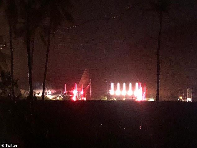 Máy bay Ấn Độ chở 191 người gặp nạn trên đường băng, vỡ làm đôi - Ảnh 4.