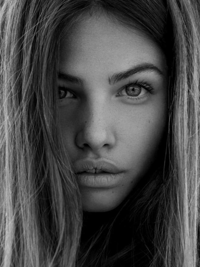 Cô bé đẹp nhất thế giới với đôi mắt xanh sâu như đại dương từng gây bão MXH bây giờ ra sao? - Ảnh 6.