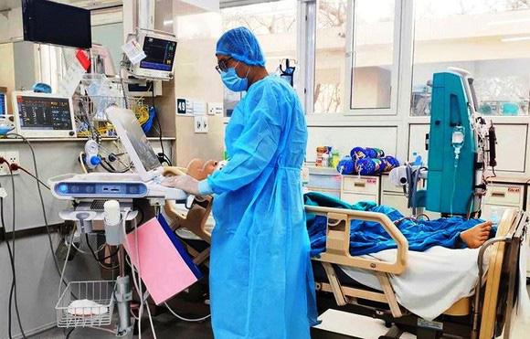 19 bệnh nhân chuyển ra Huế rất nặng, 1 bệnh nhân đặt Filter tĩnh mạch chủ - Ảnh 1.