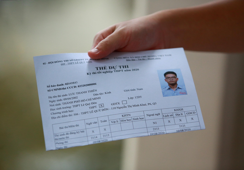 [Ảnh] Sĩ tử ngày làm thủ tục thi tốt nghiệp THPT: Chắp tay trước tượng Lê Quý Đôn để cầu may - Ảnh 7.