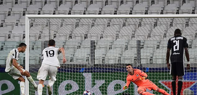 Lập siêu phẩm, phá kỷ lục, nhưng Ronaldo vẫn phải nhìn đội nhà bay khỏi Champions League - Ảnh 2.