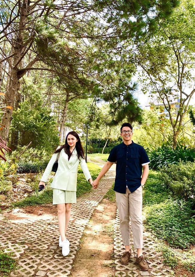 Đại gia Singapore khoe ảnh tay trong tay với Hương Giang hậu kết đôi Người ấy là ai cùng lời nhắn gửi đầy ẩn ý khiến dân tình phát sốt - Ảnh 3.