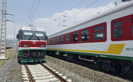 """""""Vung tay quá trán"""" cho cơ sở hạ tầng: Mô hình kinh tế kiểu TQ thất bại cay đắng tại châu Phi"""