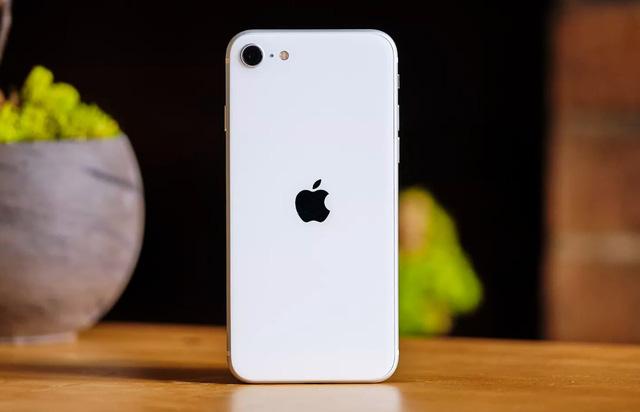 iPhone XS Max, iPhone 11, iPhone SE 2020... đồng loạt rớt giá mạnh - Ảnh 1.