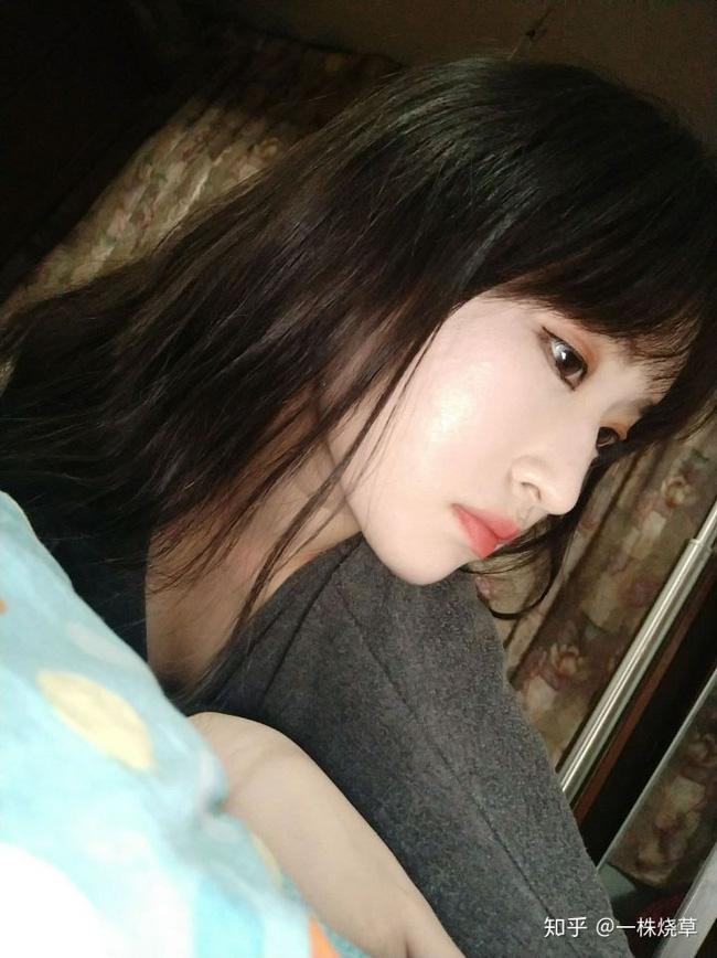 Mặt mộc không hoàn hảo của hotgirl Trung Quốc: Góc nghiêng cực phẩm, đường nét thanh tú cũng không thể che giấu sự thương tổn đáng sợ trên gương mặt - Ảnh 1.