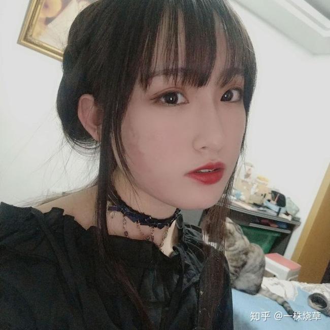 Mặt mộc không hoàn hảo của hotgirl Trung Quốc: Góc nghiêng cực phẩm, đường nét thanh tú cũng không thể che giấu sự thương tổn đáng sợ trên gương mặt - Ảnh 2.