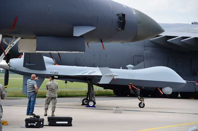 Bộ trưởng sang thăm, thương vụ UAV: Đài Loan bị đẩy lên tuyến đầu trong cuộc đối đầu Mỹ-Trung? - Ảnh 1.