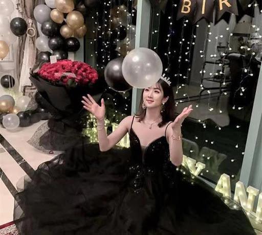 Loạt ảnh ái nữ của ông trùm Huawei: Học giỏi, bình dị nhưng khi khoác lên chiếc váy dạ hội lập tức trở thành công chúa kiều diễm vạn người mê - Ảnh 16.