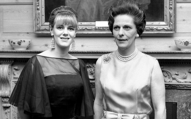 Mang tiếng là kẻ thứ 3 kém sắc nhưng loạt ảnh thời trẻ của bà Camilla sẽ khiến nhiều người nghĩ lại bởi không hề thua kém Công nương Diana - Ảnh 4.