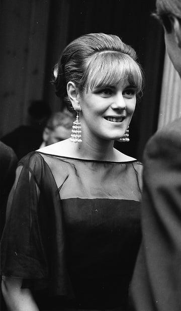 Mang tiếng là kẻ thứ 3 kém sắc nhưng loạt ảnh thời trẻ của bà Camilla sẽ khiến nhiều người nghĩ lại bởi không hề thua kém Công nương Diana - Ảnh 5.