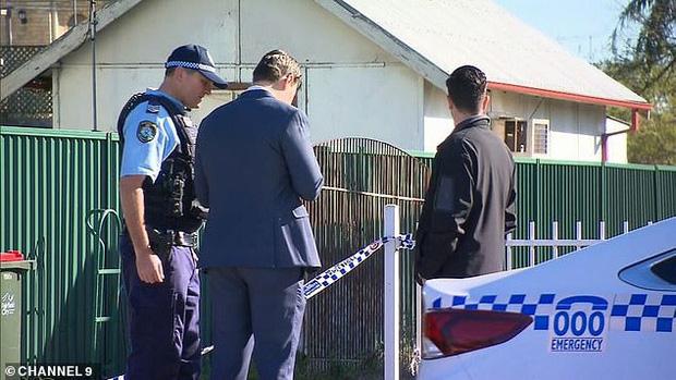 Dư luận Úc chấn động với vụ án bé trai 5 tuổi bị mẹ và phi công trẻ tra tấn bằng gậy sắt, tình trạng được nhận định là kinh hoàng chưa từng thấy - Ảnh 2.