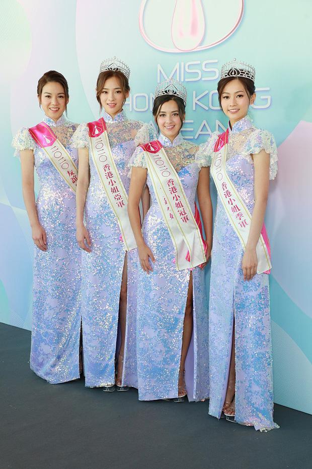 Tranh cãi khoảnh khắc tân Hoa hậu Hong Kong chiều cao hạn chế, lọt thỏm giữa dàn Á hậu trong sự kiện ra mắt đầu tiên - Ảnh 1.