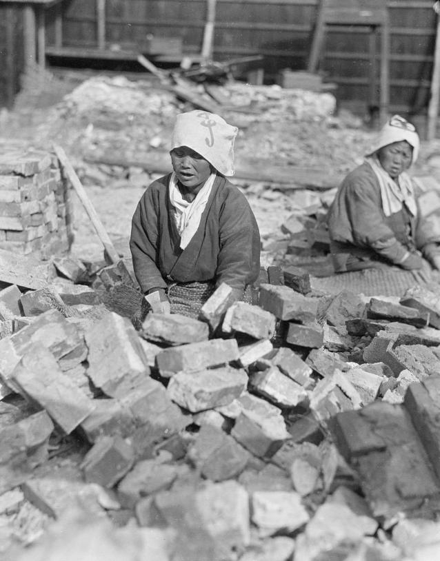 Loạt ảnh cũ khắc họa nét đẹp lao động thường ngày của phụ nữ Châu Á hơn 100 năm trước - Ảnh 5.