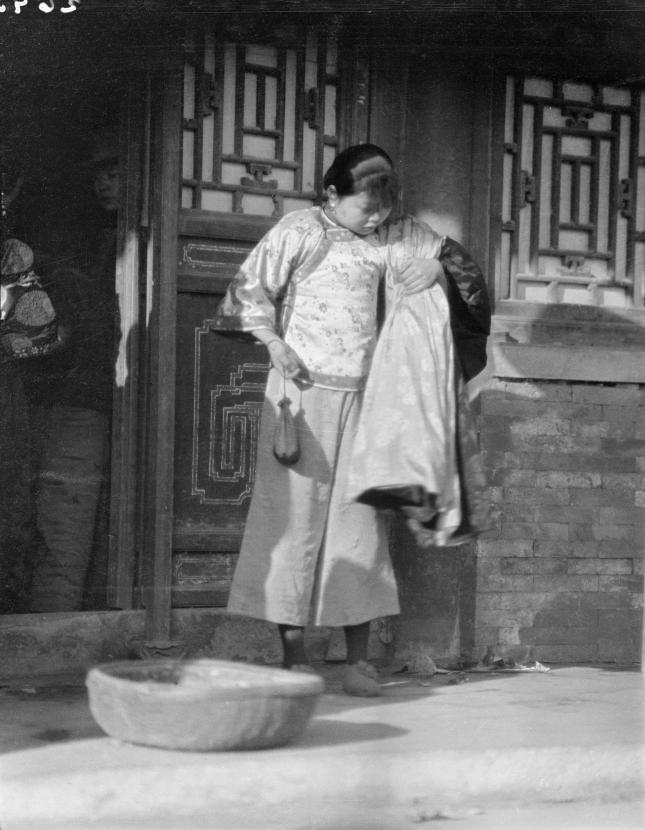 Loạt ảnh cũ khắc họa nét đẹp lao động thường ngày của phụ nữ Châu Á hơn 100 năm trước - Ảnh 6.