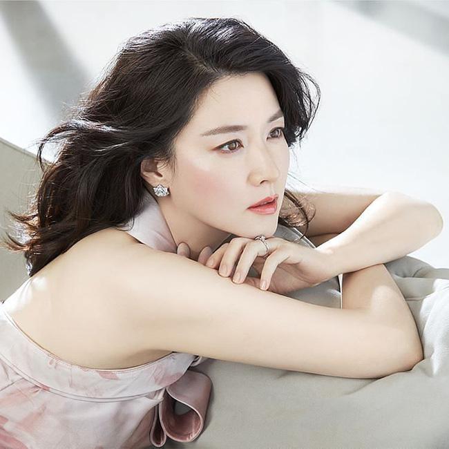 Trước thời bộ ba Kim Tae Hee - Song Hye Kyo - Jun Ji Hyun khuấy đảo Kbiz thì hai trường phái nhan sắc bất bại này đã từng làm cả Châu Á mê mẩn - Ảnh 7.