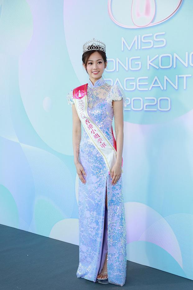 Tranh cãi khoảnh khắc tân Hoa hậu Hong Kong chiều cao hạn chế, lọt thỏm giữa dàn Á hậu trong sự kiện ra mắt đầu tiên - Ảnh 7.