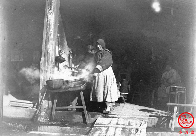 Loạt ảnh cũ khắc họa nét đẹp lao động thường ngày của phụ nữ Châu Á hơn 100 năm trước - Ảnh 9.