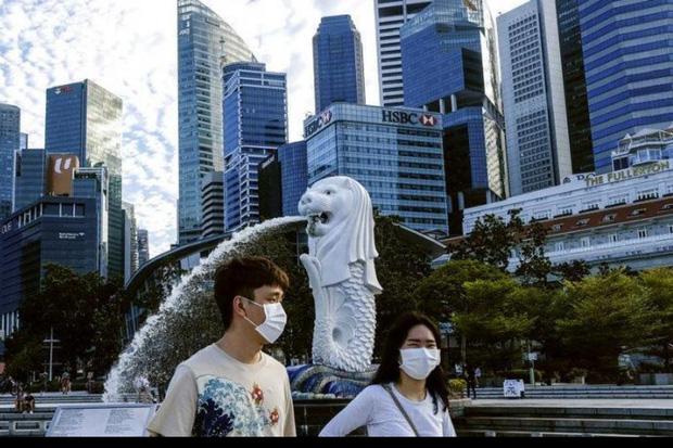 Bi kịch nghịch lý Covid-19 của Singapore: 300.000 người khốn khổ bị bỏ lại phía sau, trong khi cuộc sống đang dần trở lại bình thường - Ảnh 1.
