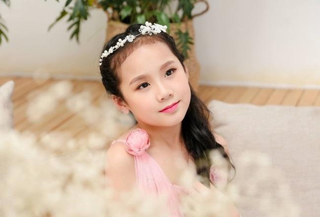 Cô bé người Việt đầu tiên học cùng trường con Hoàng tử Anh, sở hữu tài khoản ngân hàng khi mới 10 tuổi - Ảnh 3.