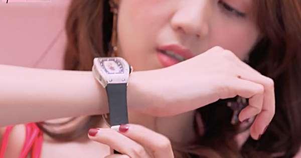 Choáng với bộ sưu tập đồng hồ tiền tỷ của Nữ hoàng nội y Ngọc Trinh - Ảnh 4.