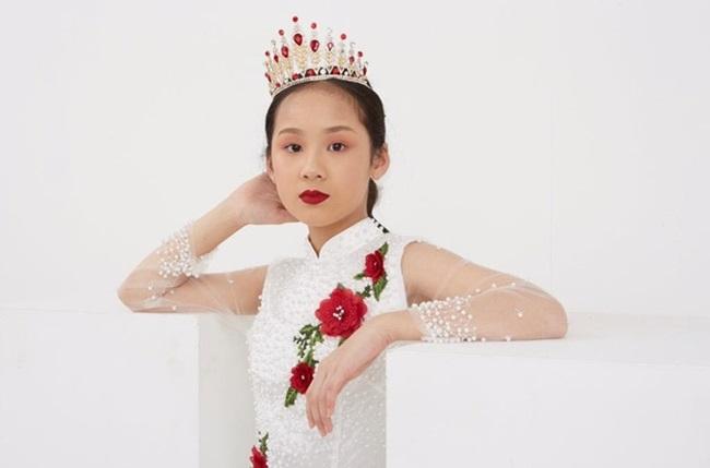 Cô bé người Việt đầu tiên học cùng trường con Hoàng tử Anh, sở hữu tài khoản ngân hàng khi mới 10 tuổi - Ảnh 6.