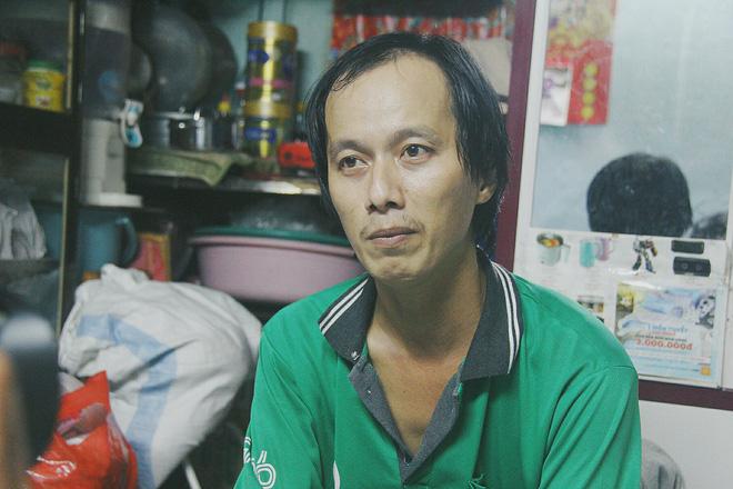 Gặp người cha địu bé trai 9 tháng tuổi chạy xe ôm ở Sài Gòn: 'Mình có lỗi với con, thấy con đi nắng mà xót lắm' - ảnh 7
