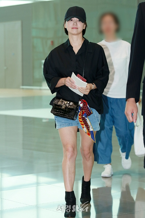 Bóc trần vóc dáng thật sự của Song Hye Kyo qua ảnh chụp của người qua đường - Ảnh 7.