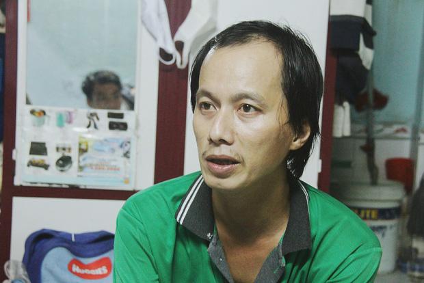 Gặp người cha địu bé trai 9 tháng tuổi chạy xe ôm ở Sài Gòn: 'Mình có lỗi với con, thấy con đi nắng mà xót lắm' - ảnh 9