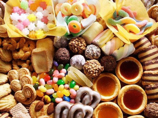 WHO cảnh báo 4 loại thực phẩm nhiều người yêu thích nhưng thường xuyên sử dụng sẽ khiến ung thư luôn cận kề: Số 1 là thứ từ trẻ tới già đều mê! - Ảnh 1.