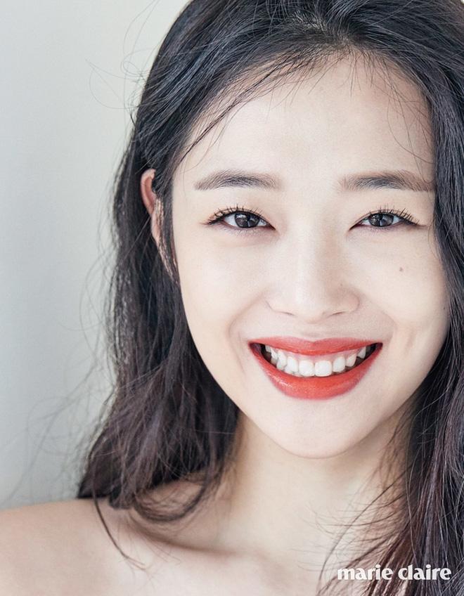 Phim tài liệu về Sulli: Mẹ ruột cạn nước mắt xác nhận con gái cố tự tử hậu chia tay Choiza, Tiffany bật khóc hối hận nói về người em - Ảnh 2.