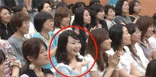 """Sự thật về bức ảnh """"cô gái ma xoay đầu 90 độ"""" từng xuất hiện trên truyền hình Nhật - Ảnh 2."""