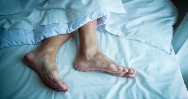 Người có gan yếu thường dễ gặp phải 4 tình trạng xấu khi ngủ, có 1 điều thôi cũng là dấu hiệu cảnh báo chức năng gan không ổn - Ảnh 3.