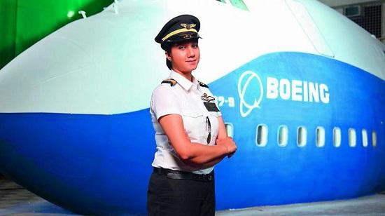 Ngoại hình xinh đẹp của nữ phi công trẻ nhất Ấn Độ, từng có bằng lái năm 16 tuổi - Ảnh 2.
