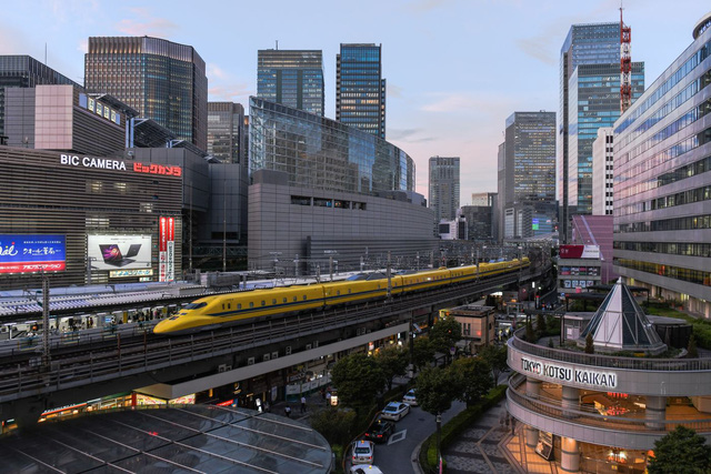 Tấc đất tấc vàng, Tokyo xây dựng cuộc sống tấp nập dưới những đường ray xe lửa, mở ra bài học cho phần còn lại của thế giới  - Ảnh 1.
