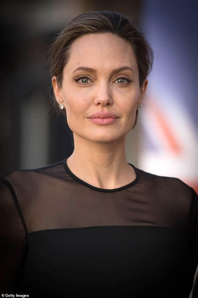 Phong độ tuổi 56 của Brad Pitt khiến phái nữ mê mẩn - Ảnh 5.