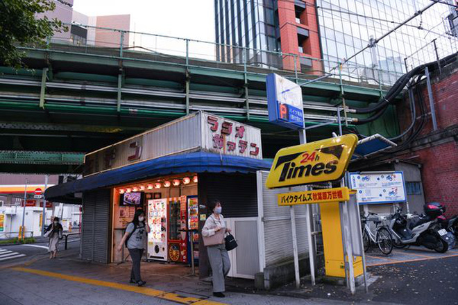 Tấc đất tấc vàng, Tokyo xây dựng cuộc sống tấp nập dưới những đường ray xe lửa, mở ra bài học cho phần còn lại của thế giới  - Ảnh 4.
