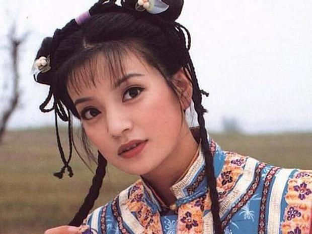 2 nàng Mulan Triệu Vy - Lưu Diệc Phi: Bê bối dài 20 năm, đời tư sặc thuyết âm mưu, người giật bồ kẻ vướng tin đồn yêu đồng tính - Ảnh 2.