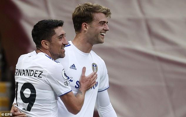 Hậu vệ số một thế giới mắc sai lầm, Liverpool toát mồ hôi rượt đuổi tỉ số với Leeds United - Ảnh 4.