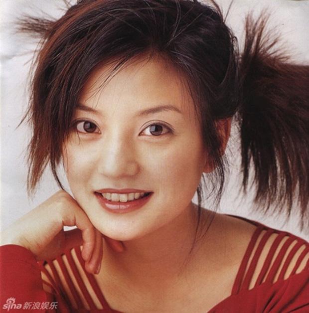 2 nàng Mulan Triệu Vy - Lưu Diệc Phi: Bê bối dài 20 năm, đời tư sặc thuyết âm mưu, người giật bồ kẻ vướng tin đồn yêu đồng tính - Ảnh 10.